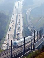 Bild: ICE auf Neubaustrecke